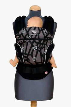 how to put on manduca baby carrier