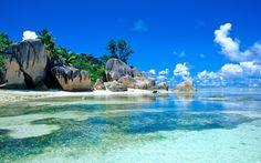 Tropiques, la mer, les rochers, la plage, les palmiers, ciel, nuages Fonds d'écran - 1920x1200