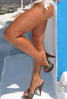 Sexy Legs And Heels, Hot Heels, Mules Shoes, Heeled Mules, Wooden Sandals, Stockings Legs, Lovely Legs, Only Shoes, Sensual