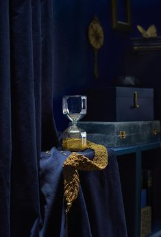 Let IKEA TILLSYN hourglass be a surprising and playful decoration in your home. The clear glass is filled with golden beads that run through for three minutes. Interior Design Tips, Home Interior, Home Design, Interior Ideas, Ikea 2018, Ikea New, Sterling Silver Cross Pendant, Scandinavian Home, Dream Decor