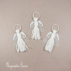 trio anges blancs , décoration sapin de Noël Drop Earrings, Personalized Items, Polyester, Manualidades, Christmas Figurines, Playing Card, Angels, White People, Drop Earring
