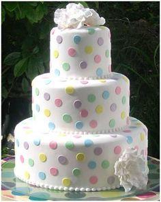 Torta con puntos de colores pastel