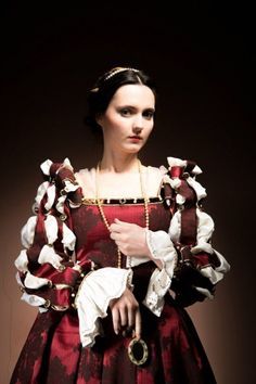 Renaissance dress inspired by satin gown worn by Eleonora of Toledo from Nomina Rosae.