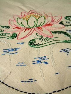 This reminds me of some of the beautiful embroidery my grandmother used to do. She tried to teach this skill but my stitched were always uneven. Hand Embroidery Patterns, Vintage Embroidery, Embroidery Applique, Embroidery Stitches, Machine Embroidery, Embroidery Designs, Love Vintage, Contemporary Embroidery, Textile Fiber Art
