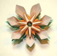 I continue to experiment with the Fragrant Flower. Type 3 and 4 of the Petal Connector/Stamen is difficult to fold in its final stages. Origami Flowers, Paper Flowers, Experiment, Type 3, How To Make, Crafts, Travel Dress, Manualidades, Handmade Crafts