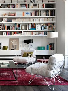 The shelves!! I could totally use all that space too - with the amount of books I have.. WANT it!!