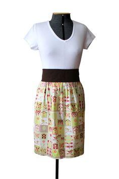 Avental com estampa de corujas. Tecido 100% algodão, cós embutido e faixa na cor marrom.