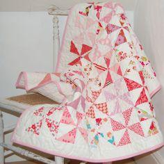 Soleils rose crèche couette  de Blondedesign sur DaWanda.com