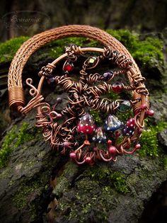 """""""Alice in Wonderland"""" inspired bracelet"""