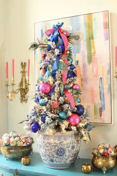 Colorful Christmas Tree, Christmas Tree Themes, Green Christmas, Christmas Colors, Christmas Traditions, Christmas Home, Holiday Decor, Christmas Palette, Christmas Colour Schemes