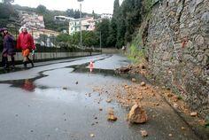#LaSpezia, frane. Disagi a #Lerici e Val di Magra. In città allagato il sottopasso della biblioteca Beghi.