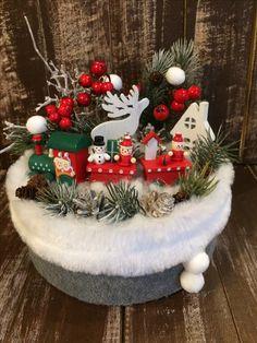 Christmas Advent Wreath, Christmas Door Decorations, Christmas Tree Themes, Christmas Centerpieces, Winter Christmas, Christmas Time, Christmas Crafts, Homemade Christmas Gifts, Christmas Wallpaper