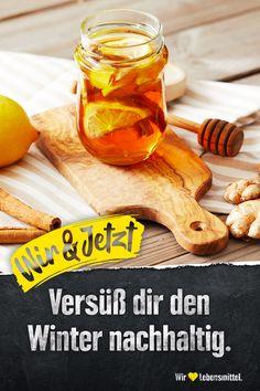 Verleih alten Gläsern neues Leben und bleib dabei selbst vital: mit unserem Zitronen-Honig. Einfach Honig zusammen mit Zimtstangen, Zitronen- und Ingwerscheiben (nach Geschmack) in ein altes Glas abfüllen. Fertig ist die Vitaminbombe zum Essen, Süßen und Aufgießen. #edeka #gesundheit #upcycling #ingwer #zitrone #honig #zerowaste Kreative Desserts, Diy, Food, Honey, Cabbage Recipes, Raclette Recipes, New Life, Bricolage, Essen
