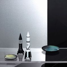 Rocket salt and pepper grinder white and black, the best gift for dad and for quirky restaurants in the UK, USA at Smithers funky stores call 435060 Best Dad Gifts, Cool Gifts, Gifts For Dad, Unique Gifts, Kitchen Chemistry, Salt And Pepper Grinders, Christmas Stocking Fillers, Retro Pop, Space Theme