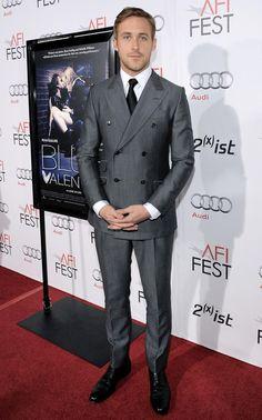 The Ryan Gosling Look Book Stylish Mens Fashion, Mens Fashion Suits, Mens Suits, Boy Fashion, Fashion Styles, Ryan Gosling Suit, Ryan Gosling Style, Dapper Gentleman, Gentleman Style