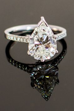 3.31 Ctw Pear Shape Diamond Solitaire