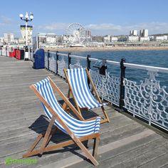 Die Stadt Brighton zählt heute zu den beliebtesten Urlaubszielen der Engländer, da sie neben zahlreichen Einkaufsmöglichkeiten auch eine Menge Abwechslung zu bieten hat. Neben dem für englische Küstenstädte üblichen Pier gibt es verschiedenste Sportmöglichkeiten und für Kinder viele Spielplätze und weitere Attraktionen. Tolle Reisemöglichkeiten zum Beispiel für Deine kommende Familienreise kannst Du gern auf travelyst.de erfragen.