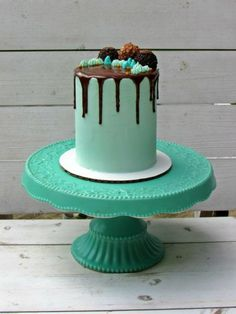 The Simplest Drip Cake Tutorial Ever!