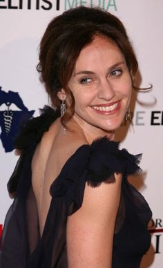Amy Brennemans elegant hairstyle