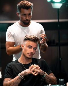 Hairstyles For Men Round Face - Hairstyles Cool Hairstyles For Men, Cool Haircuts, Haircuts For Men, Hairstyle Men, Girly Hairstyles, School Hairstyles, Hair For Round Face Shape, Round Face Men, Round Face Haircuts