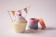 ATELIER CHERRY: cupcake decorado con banderitas