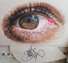 Yeux Hyperréalistes Dessinés avec des Crayons de Couleur  Chambre237