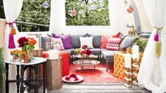 Afbeeldingsresultaat voor kussens loungebank kleur Outdoor Sectional, Sectional Sofa, Outdoor Furniture Sets, Outdoor Decor, Oriental, Lights, Table Decorations, Design Ideas, Home Decor