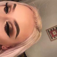makeup and pink eye makeup eyeshadow makeup jennifer aniston makeup eye makeup looks best on me q makeup remover pads makeup makeup brushes zoeva Makeup Eye Looks, Makeup For Green Eyes, Blue Makeup, Pretty Makeup, Beauty Makeup, Hair Makeup, Makeup Trends, Makeup Inspo, Makeup Inspiration