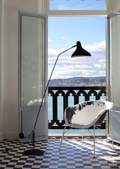 Designed by Bernard Schottlander in 1951, the MANTIS is available in black satin or grey-green and black satin. Many sizes and variants available. Rotation: 360° Lamp Design, Wellness Design, Lamp, Lights, Floor Lamp Lighting, Flooring, Steel Floor Lamps, Floor Lights, Interior Design