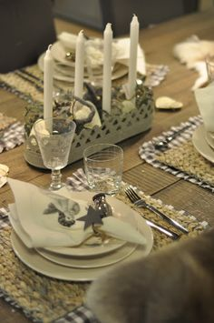 Love the seagrass placemats with the checkered fabric beneath