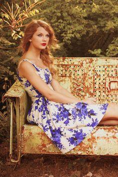 Taylor Swift in white & purple dress Taylor Swift Fotos, All About Taylor Swift, Taylor Swift Style, Taylor Swift Pictures, Taylor Alison Swift, Cute Dresses, Summer Dresses, Celebs, Celebrities