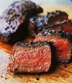 You're only 5 ingredients and 30 minutes away from a tender and flavorful balsamic and whisky steak #sundaysupper Marinade Steak, Beef Tenderloin Marinade, Overnight Steak Marinade, Roasted Beef Tenderloin Recipes, Port Tenderloin Recipe, Marinades For Steak, Cooking Beef Tenderloin, Beef Sirloin Tip Roast, Pot Roast