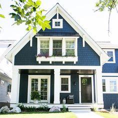 Navy blue house exterior cape cod 31 New Ideas Victorian Homes Exterior, Craftsman Exterior, Cottage Exterior, Cafe Exterior, Exterior Homes, Building Exterior, Best House Colors Exterior, House Paint Exterior, Exterior Design