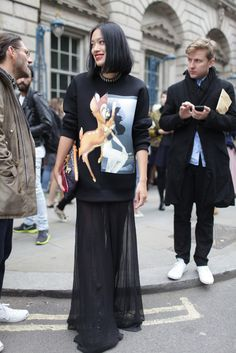 Tiffany Hsu London Fashion Week street style [Photo by Kuba Dabrowski] Fashion Photo, Love Fashion, Fashion News, Fashion Looks, Fashion Outfits, Fashion Spring, New Street Style, Street Style Looks, Street Chic