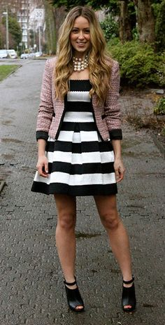 เดรสลายขวาง-ขาวดำ-Beginning-Boutique-เสื้อคลุม-HM-รองเท้าส้นสูง-Shoemint-รองเท้าบู้ทสร้อยคอ-Jewelmint