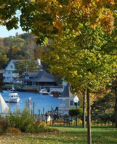 Road Trip to New England's prettiest fall villages New England Usa, New England States, New England Fall, New England Travel, New England Homes, London England, Places To Travel, Places To Go, Beautiful World