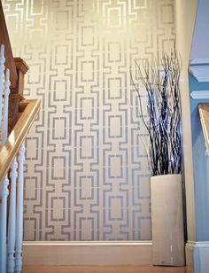 Walls with DIY metallic patterns