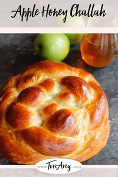 Apple Honey Challah - Includes Delicious Tested Recipe and Free Braiding Instructions for a Perfect Challah Every Time. Kosher Recipes, Cooking Recipes, Kosher Food, Challah Bread Recipes, Shabbat Dinner, Israeli Food, Jewish Recipes, Strudel, Holiday Recipes