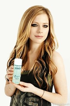 2. Avril Lavigne | 13 Horrifying Moments In Celebrity Proactiv Endorsement History