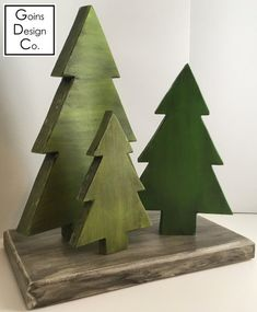 Green Antiqued Christmas Trees - Before After DIY Diy Felt Christmas Tree, Christmas Wood Crafts, Antique Christmas, Outdoor Christmas, Xmas Tree, Christmas Projects, Christmas Decorations, Christmas Ornaments, Wood Tree