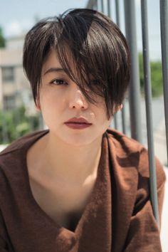 女優の長澤まさみさんが、24日に発売されたメンズファッション&ライフスタイル誌「OCEANS(オーシャンズ)」(ライトハウスメディア)10月号の連載企画「#T...