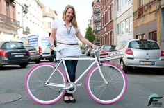 Sylvie is happy with her FUJI FEATHER pimped with a Copenhagen Part bike porter / pink tyres and leopard tape