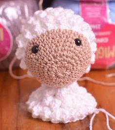 Passo a Passo... Mas como faço?: Ovelha Amigurumi com receita e passo a passo Crochet Toys Patterns, Stuffed Toys Patterns, Crochet Dolls, Crochet Hats, Poodle, Sheep, Hello Kitty, Lily, Teddy Bear