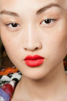 matte lips & glossy eyes at missoni s/s 15 New Hair Colors, Lip Colors, Red Eyebrows, Beauty Planet, Glossy Eyes, Red To Blonde, Short Hair With Layers, Super Hair, Lip Pencil