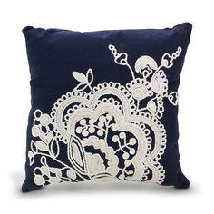 Almofada kiato azul com bordado branco em algodão 45x45cm(k)