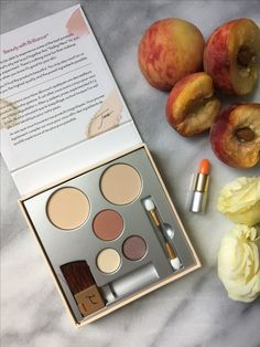Jane Iredale Pure & Simple Makeup Kit. Check out my review!  #gotitfree #beautywithbrilliance #puresimpleyou @influenster @janeiredale