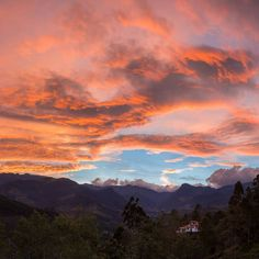 This amazing sunrise from Salento, Colombia is our #mondaymotivation Beautiful pic by @adam_dyson #beautifullatinamerica   Este increíble amanecer desde Salento, Colombia es nuestra inspiración el día de hoy. Bella foto por Adam Dyson #latinoamericahermosa