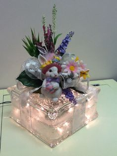 Easter bunny on a lighted glass block with white ribbon and spring flowers. Painted Glass Blocks, Decorative Glass Blocks, Lighted Glass Blocks, Glass Cube, Glass Boxes, Spring Crafts, Holiday Crafts, Christmas Glass Blocks, Glass Block Crafts