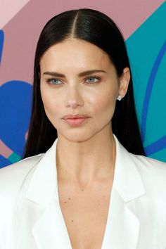 I Tried Adriana Lima's Nutrition Plan and Lost 7 Pounds in a Week - New Site Beauty Makeup, Hair Makeup, Hair Beauty, Beauty Dust, Drugstore Beauty, Adriana Lima Makeup, Adriana Lima Hair, Adriana Lima Diet, Kate Bosworth
