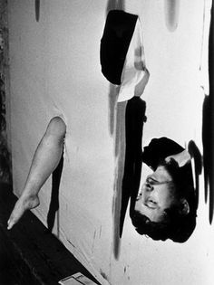 """Arts Plastique Happening Le 30 octobre 1968, a la Galerie Krzysztofory, Kantor présente son happening """"Hommage a Maria Jarema"""""""